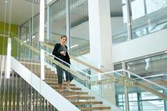 biznesowa wewnętrzna biurowa kobieta Żeński pracownik Fotografia Royalty Free