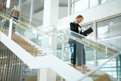 biznesowa wewnętrzna biurowa kobieta Żeński pracownik Obraz Stock