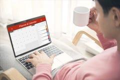 Biznesowa wolność pije kawy i lista planisty Kalendarzowego spotkanie Obrazy Stock
