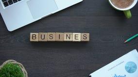Biznesowe etyki, kobieta robi zwrotowi sześciany, zachowanie reguły w firmie zespalają się zdjęcie wideo