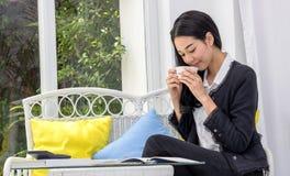 Biznesowe kobiety pije kawę obrazy stock