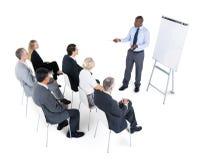 biznesowego biznesmena cmputer biurka laptopu spotkania ja target1953_0_ target1954_0_ używać kobiety Zdjęcie Stock