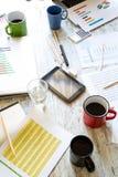 biznesowego biznesmena cmputer biurka laptopu spotkania ja target1953_0_ target1954_0_ używać kobiety Zdjęcia Stock