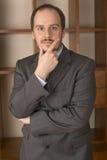 biznesowego cajgów mężczyzna koszulowa główkowania kamizelka być ubranym Zdjęcie Stock