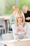 biznesowego chwyta telefonu studenccy kobiety potomstwa Obraz Stock