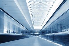 biznesowego eskalatoru nowożytny chodzenia krok Zdjęcia Stock