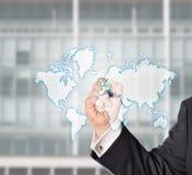 Biznesowego mężczyzna bediehnt wirtualny światowa mapa Obrazy Stock