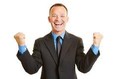Biznesowego mężczyzna doping z jego zaciskać pięściami fotografia royalty free
