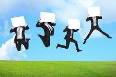 Biznesowego mężczyzna doskakiwanie z billboardem Zdjęcie Royalty Free