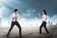 Biznesowego mężczyzna i kobiety bój Obrazy Royalty Free
