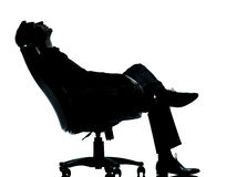 biznesowego mężczyzna jeden relaksujący sylwetki obsiadanie Obrazy Royalty Free