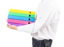 Biznesowego mężczyzna mienia sterta kolorowa falcówka fotografia royalty free