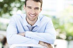 Biznesowego mężczyzna ono uśmiecha się Zdjęcia Royalty Free