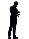 Biznesowego mężczyzna pióra stylus cyfrowa pastylka  sylwetka Obraz Royalty Free