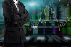 Biznesowego mężczyzna pozycja z rynku papierów wartościowych wykresu tłem royalty ilustracja