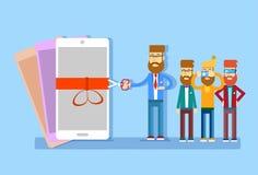 Biznesowego mężczyzna prezentaci nowego modela komórki Mądrze telefon Zdjęcia Stock