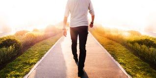 Biznesowego mężczyzna spacer Zdjęcia Stock