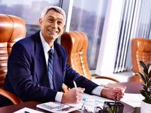 Biznesowego mężczyzna szef przy biurem. zdjęcia stock