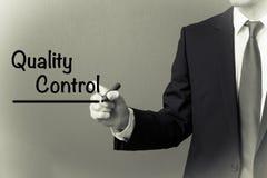 Biznesowego mężczyzna writing - kontrola jakości Obraz Stock