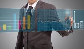 Biznesmena dotyka wykresy obraz royalty free