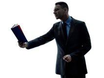 Biznesowego mężczyzna czytelnicza sylwetka odizolowywająca Fotografia Royalty Free