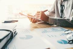 Biznesowego planowania strategii analiza dyskutuje nowego planu financia obraz royalty free