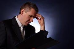 biznesowego przystojnego mężczyzna myślący potomstwa Fotografia Stock