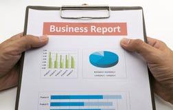 Biznesowego raportu i mężczyzna ręka Obrazy Stock