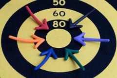 Biznesowego sukcesu celu pojęcie, wielo- kolorowe magnes strzała po Zdjęcia Stock