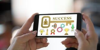 Biznesowego sukcesu pojęcie na smartphone obrazy royalty free