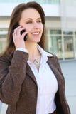 biznesowego telefonu ładna kobieta Zdjęcia Royalty Free