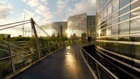 Biznesowej budynek firmy architektury szklany widok z lotu ptaka zbiory wideo