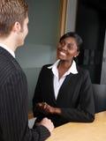 biznesowej dyskusi etniczna wielo- drużyna Obrazy Royalty Free