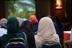Biznesowej edukaci stażowa konferencja w pokój konferencyjny wybiórki ostrości z płytką głębią pole zdjęcie stock