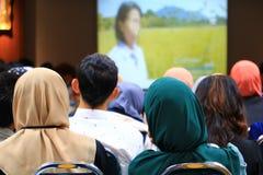 Biznesowej edukaci stażowa konferencja w pokój konferencyjny wybiórki ostrości z płytką głębią pole zdjęcie royalty free