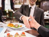 biznesowej filiżanki przydatny emisyjny lunch otwierał fotografia stock