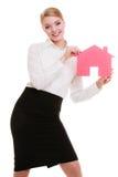 Biznesowej kobiety agenta nieruchomości mienia czerwieni papieru dom Obraz Stock