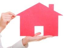 Biznesowej kobiety agenta nieruchomości mienia czerwieni papieru dom Zdjęcia Royalty Free