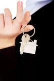 Biznesowej kobiety agenta nieruchomości mienia klucze Obraz Stock