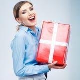 Biznesowej kobiety chwyta prezenta pudełko w bożych narodzeniach barwi stylowego, studio p Zdjęcie Royalty Free