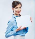Biznesowej kobiety chwyta sztandar, biały tło odizolowywał portrai Zdjęcie Stock