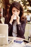 Biznesowej kobiety ciosu nosy młode kobiety Zdjęcie Stock