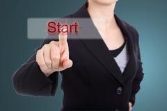 Biznesowej kobiety dotyka początku guzik Zdjęcie Stock