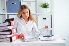 Biznesowej kobiety działanie zdjęcie royalty free