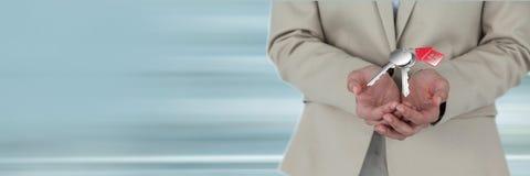 Biznesowej kobiety mienia klucze Fotografia Royalty Free