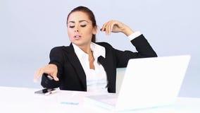 Biznesowej kobiety obsiadanie przy biurkiem zbiory