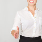 Biznesowej kobiety oferty uścisk dłoni Fotografia Stock