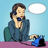 Biznesowej kobiety opowiada telefon ilustracji