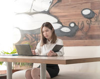 Biznesowej kobiety ostrość dla pracować Fotografia Stock