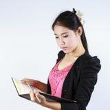 Biznesowej kobiety otwarty dziennik Obraz Stock